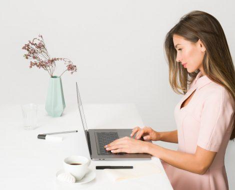 Als VA arbeitest Du vorwiegend im Hintergrund, unabhängig von Ort und Zeit mit Ihren idealen Kunden.